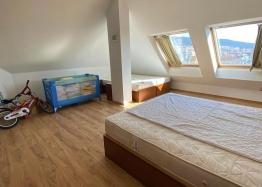 Большая двухкомнатная квартира с боковым видом на море рядом с пляжем. Фото 22