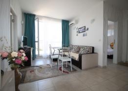 Современный трехкомнатный апартамент в Солнечном Береге. Фото 1