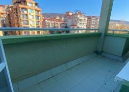 Большая двухкомнатная квартира с боковым видом на море рядом с пляжем. Фото 8