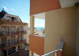 Двухкомнатная квартира на первой линии  с видом на море, низкая такса!. Фото 11