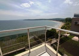 Дом с видом на море на первой линии в Болгарии. Фото 1