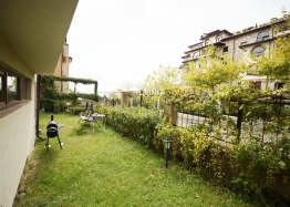 Большая квартира с зеленой лужайкой в Святом Власе. Фото 7
