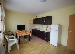 Двухкомнатная квартира в квартале Черное море города Несебр. Фото 1