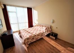 Меблированная двухкомнатная квартира в Несебре на первой линии. Фото 6
