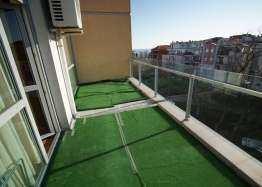 Меблированная двухкомнатная квартира в Несебре на первой линии. Фото 9