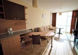 Меблированная двухкомнатная квартира в Несебре на первой линии. Фото 2