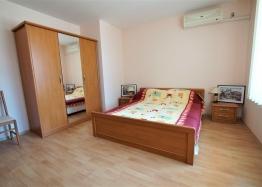 Двухкомнатная меблированная квартира в Елените с видом на море. Фото 3