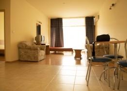 Недорогая квартира на продажу в курорте Солнечный Берег. Фото 1