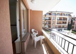 Двухкомнатная квартира с красивым видом в комплексе на второй линии. Фото 9