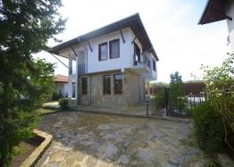 Двухэтажный дом в селе. Фото 1
