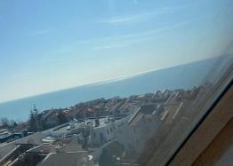 Большая двухкомнатная квартира с боковым видом на море рядом с пляжем. Фото 15