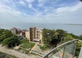 Квартира с морской панорамой на первой линии в Поморие. Фото 1