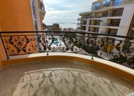 Двухкомнатная квартира с видом на море. Фото 11