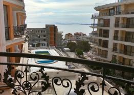 Двухкомнатная квартира с видом на море. Фото 12