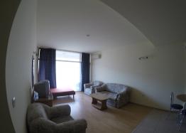 Недорогая квартира на продажу в курорте Солнечный Берег. Фото 2