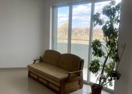 Новая красивая трехкомнатная квартира в жилом доме в центре Равды. Фото 3