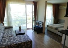 Недорогая двухкомнатная квартира на продажу в Сарафово. Фото 1