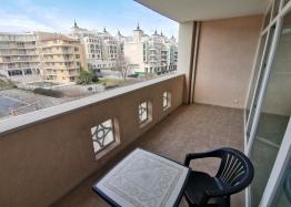 Квартира на первой линии в комплексе Сансет Резорт Поморие. Фото 6