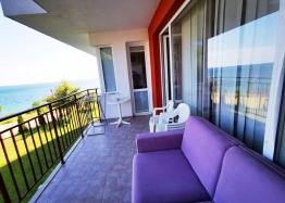 Двухкомнатная квартира с панорамным видом на море на первой линии. Фото 8