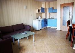 Недорогая трехкомнатная квартира в курорте Солнечный Берег. Фото 2