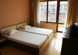 Недорогая трехкомнатная квартира в курорте Солнечный Берег. Фото 7