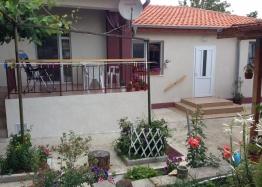Отличный дом с участком в пригороде Бургаса. Фото 1