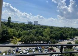 Трехкомнатная квартира с видом на озеро в новом элитном здании. Фото 9