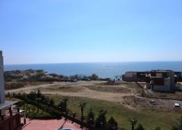 Трехкомнатная квартира на первой линии моря в Несебре. Фото 1