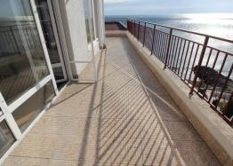 Квартира с великолепной панорамой на первой линии моря. Фото 10