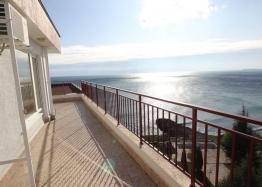 Квартира с великолепной панорамой на первой линии моря. Фото 1