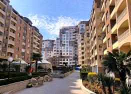 Трехкомнатная квартира с видом на озеро в новом элитном здании. Фото 1