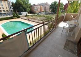 Отличная двухкомнатная квартира с видом на бассейн. Фото 7