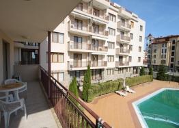 Отличная двухкомнатная квартира с видом на бассейн. Фото 8