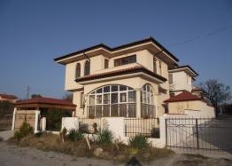 Отличный дом на продажу в пригороде Бургаса. Фото 1