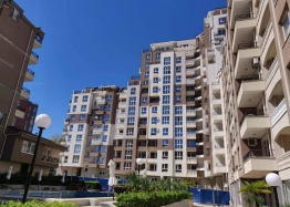 Трехкомнатная квартира с видом на озеро в новом элитном здании. Фото 13