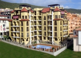 Двухкомнатная меблированная квартира в Святом Власе рядом с пляжем. Фото 1