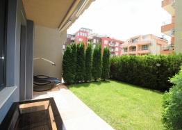 Просторная студия с двориком в Солнечном Береге. Фото 1