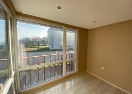 Купить двухкомнатный апартамент в Несебре на первой линии моря. Фото 8