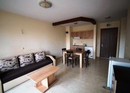Двухкомнатная квартира на первой линии моря в Равде. Фото 1