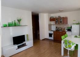 Двухкомнатная меблированная квартира на первой линии моря в Елените. Фото 3