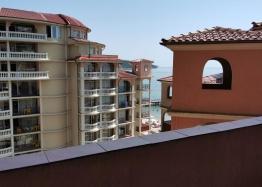 Двухкомнатная квартира с видом на море на первой линии. Фото 2